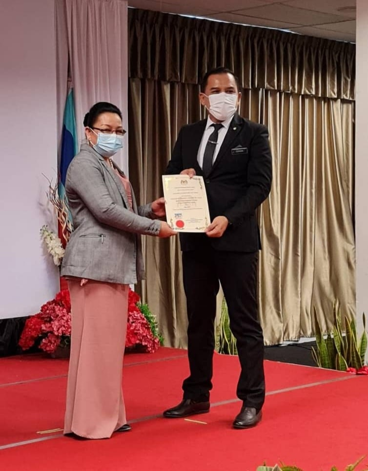 Anugerah Pekerja Contoh Bulan Mac 2021 Kategori Pengurusan Tertinggi Pejabat Pendidikan Daerah.