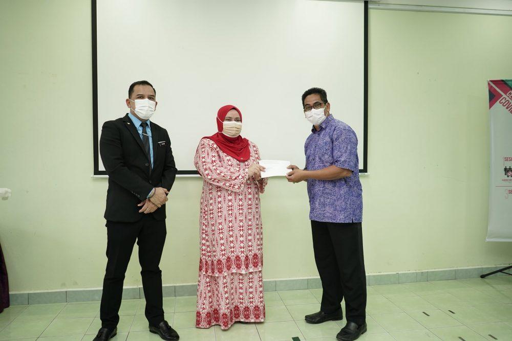 Majlis Penyampaian Sumbangan Tabungan SSPN Pelajar Daerah Papar 2021 oleh Yayasan Jiwa Malaysia